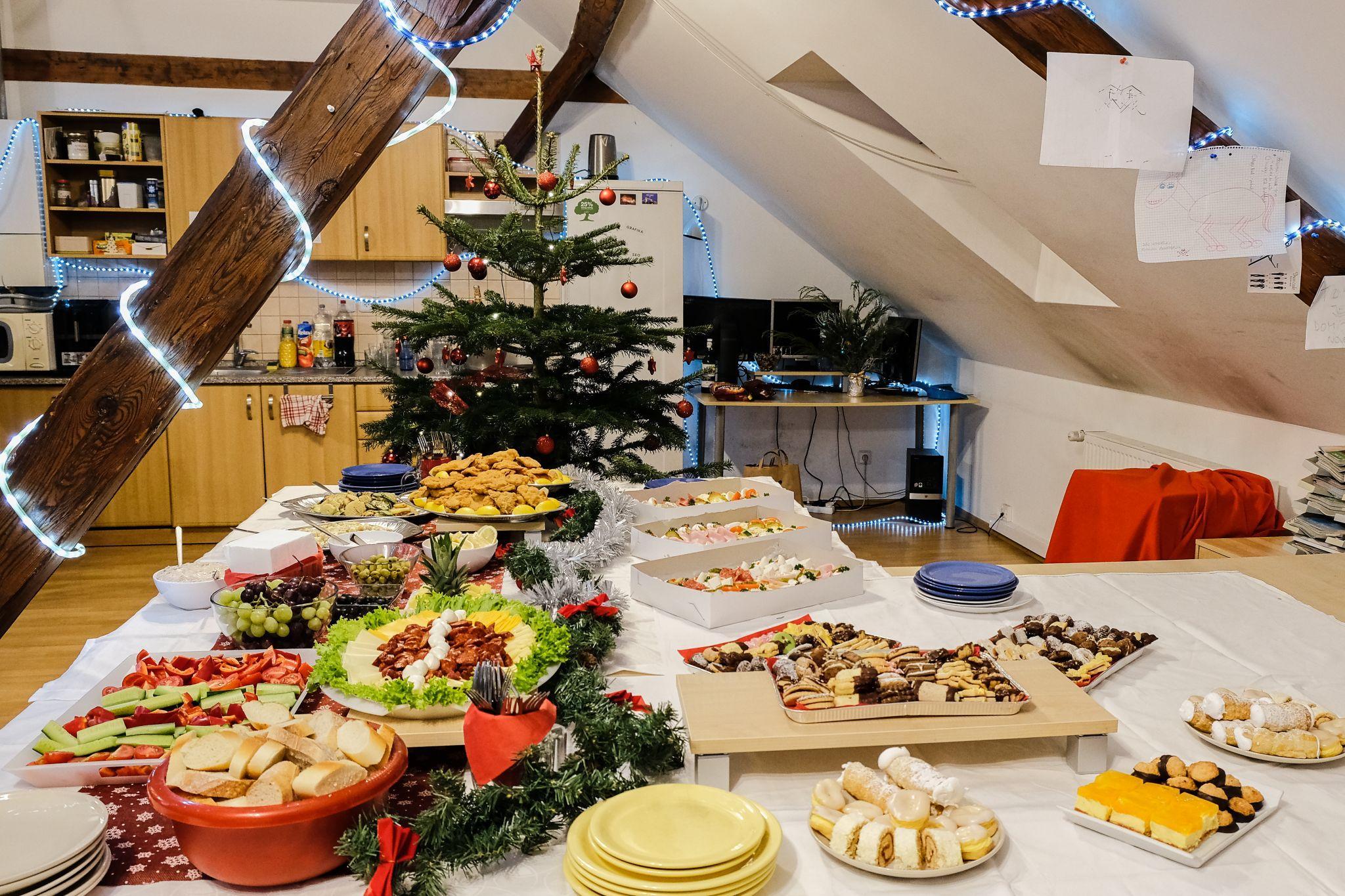 Občerstvení na Aira 2019 vánočním večírku