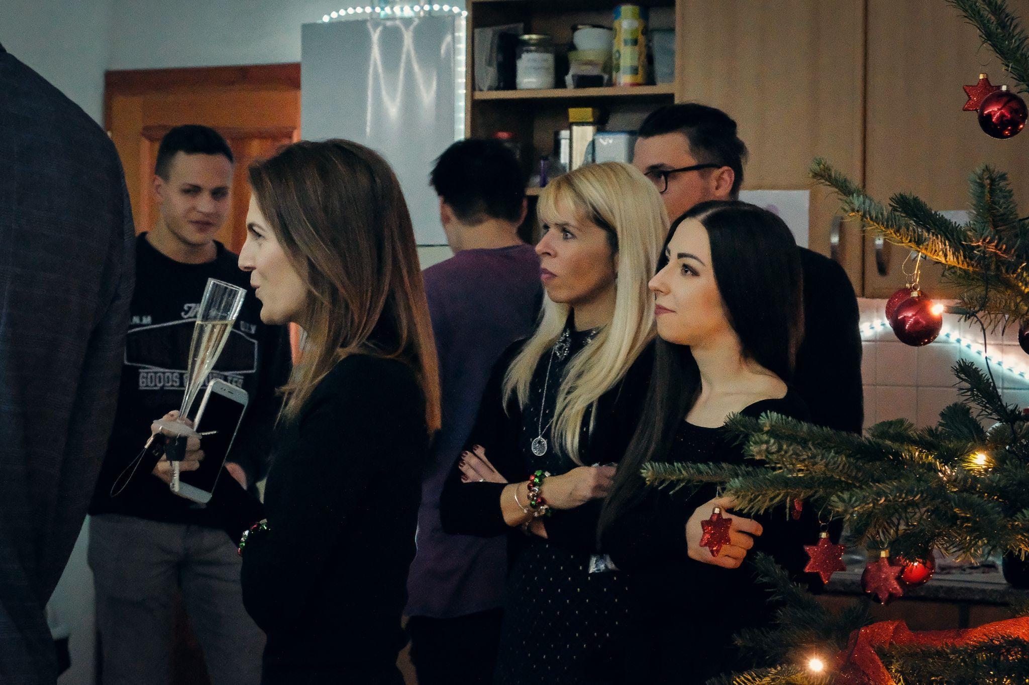 Aira ženy na vánočním večírku 2019