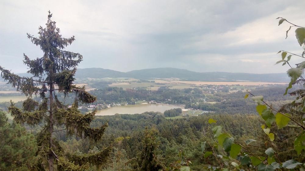 Pohled z Prachovských skal na kemp Eden Jinolice