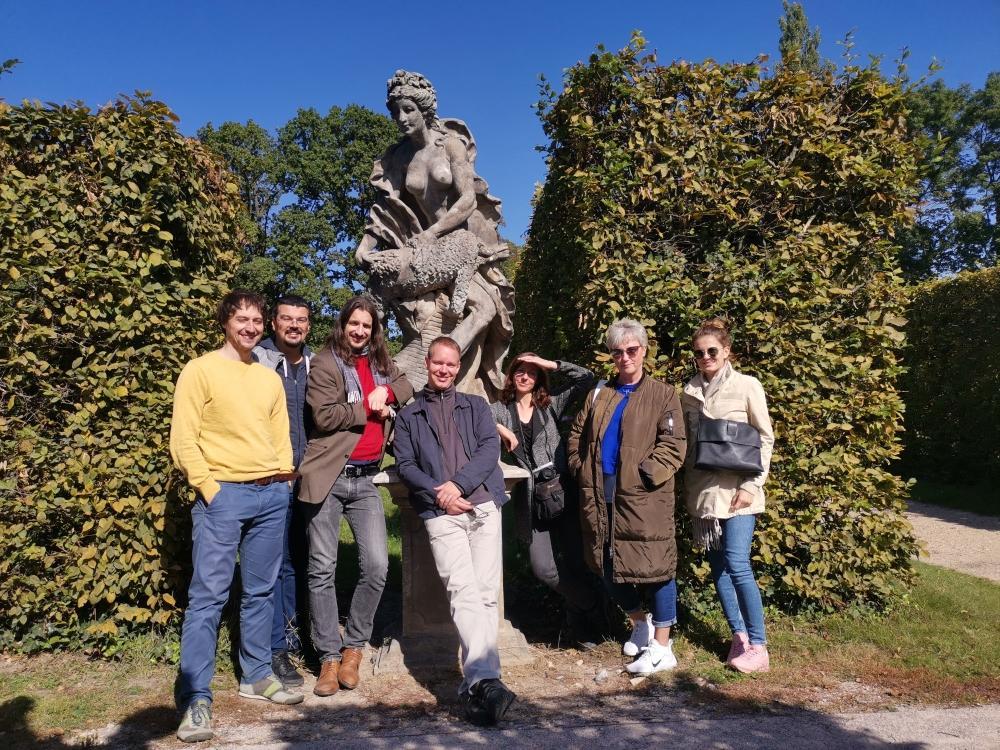 Skupinová fotka v Zámeckých zahradách v Lysé nad Labem